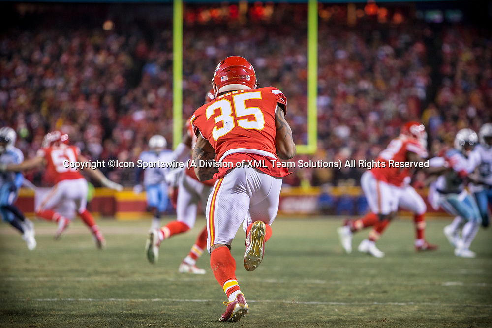 KANSAS CITY, MO - JANUARY 06: Kansas City Chiefs running back Charcandrick West (35) heads up field during the NFL AFC Wild Card game between the Tennessee Titans and the Kansas City Chiefs on January 6, 2018 at Arrowhead Stadium in Kansas City, Missouri.  (Photo by William Purnell/Icon Sportswire)