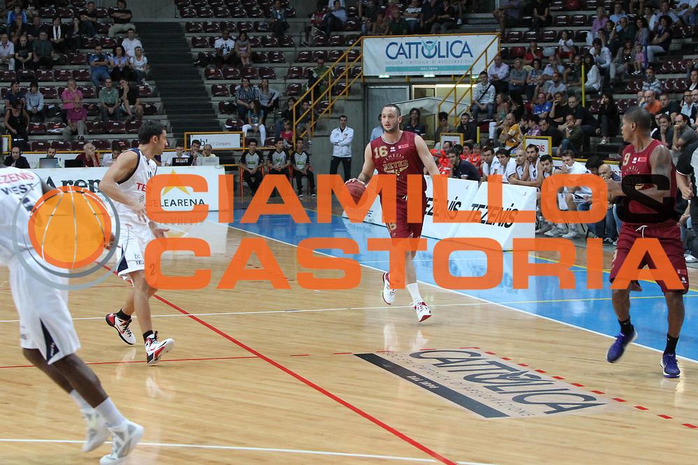 DESCRIZIONE : Verona Lega Basket A2 2011-12 Tezenis Verona Umana Venezia<br /> GIOCATORE : Guido Rosselli<br /> SQUADRA : Tezenis Verona Umana Venezia <br /> EVENTO : Coppa Italia Lega A2 Ottavi di Finale 2011-2012<br /> GARA : Tezenis Verona Umana Venezia <br /> DATA : 22/09/2011<br /> CATEGORIA : Palleggio<br /> SPORT : Pallacanestro <br /> AUTORE : Agenzia Ciamillo-Castoria/G.Contessa<br /> Galleria : Lega Basket A2 2011-2012 <br /> Fotonotizia : Verona Lega A2 2011-12 Tezenis Verona Umana Venezia<br /> Predefinita :