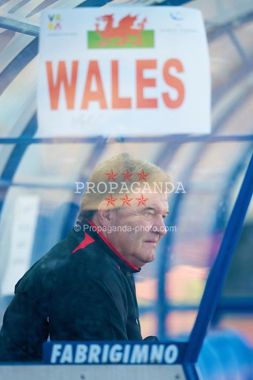 VILA REAL DE SANTO ANTONIO, PORTUGAL - Wednesday, February 11, 2009: Wales' manager John Toshack MBE before the International Friendly match against Poland at the Vila Real de Santo Antonio Sports Complex. (Mandatory credit: David Rawcliffe/Propaganda)