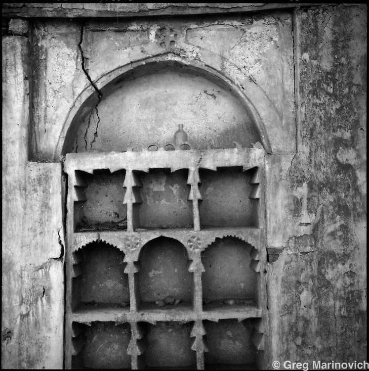 IPMG0212 Massawa, Eritrea, 1997: .A mosque wall scuplted with mortar in the red sea port city of Massawa, Eritrea, Nov 1997. .Photograph by Greg Marinovich / South Photographs