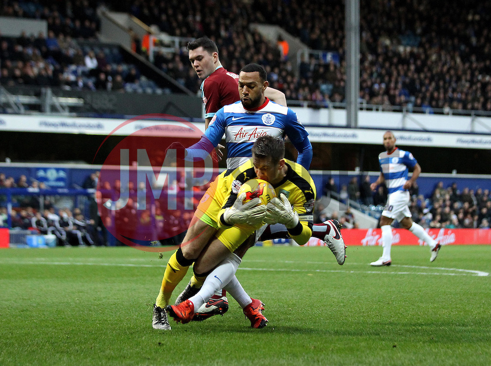 Thomas Heaton of Burnley collects the ball as Matt Phillips of Queens Park Rangers tries to get onto the end of a pass - Mandatory byline: Robbie Stephenson/JMP - 12/12/2015 - Football - Loftus Road - London, England - Queens Park Rangers v Burnley  - Sky Bet Championship