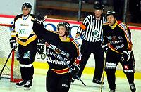 Hockey, UPC-ligaen 26.09.2004 Trondheim Black Panters, TIK, - Stavanger Oilers 6-1, Lars Erik Spetz etter sin scoring til 2-0<br /><br />Foto: Carl-Erik Eriksson, Digitalsport
