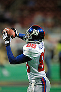 New York Giants Wide Receiver Ike Hilliard (88) catches passes to warm up before a 15 to 14 loss to the St. Louis Rams on 10/14/2001..©Wesley Hitt/NFL Photos