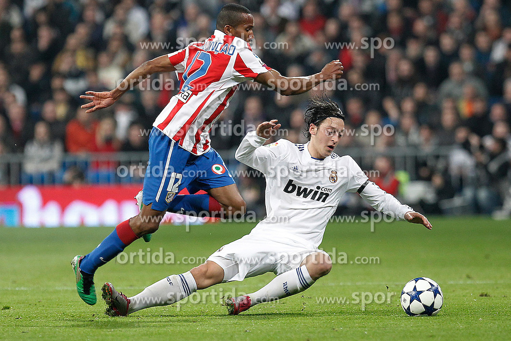 13.01.2011, Estadio Santiago Bernabeu, Madrid, ESP, Copa del Rey, Viertelfinale, Atletico Madrid vs Real Madrid, im Bild //Atletico de Madrid's Paulo Assuncao and Real Madrid's Mesut Ozil during spanish cup match. EXPA Pictures © 2011, PhotoCredit: EXPA/ Alterphotos/ Cesar Cebolla +++++ ATTENTION - OUT OF SPAIN / ESP +++++