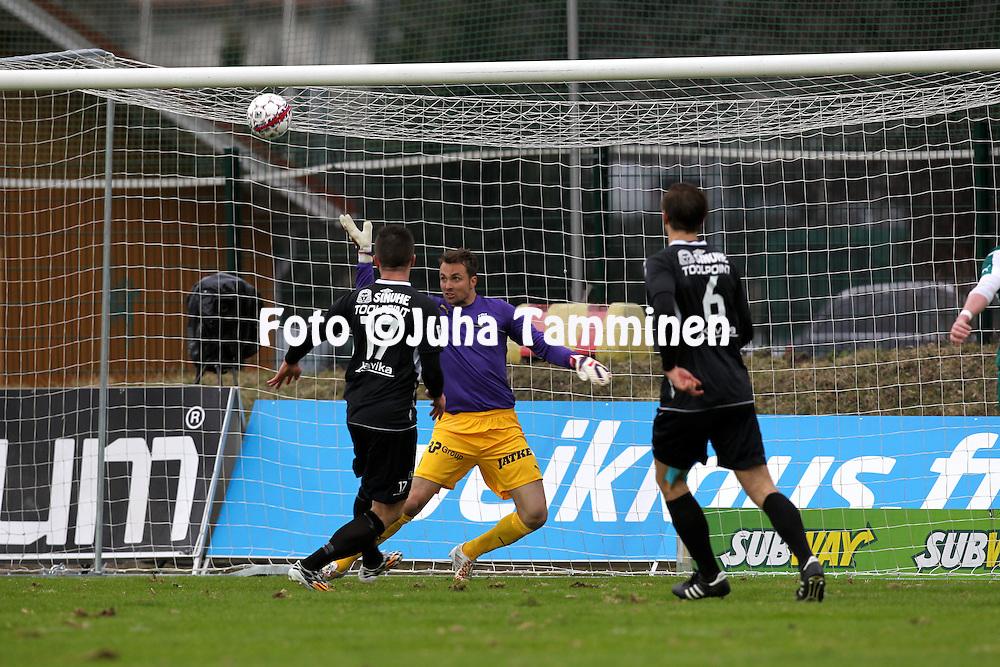 12.4.2015, Kisapuisto, Lahti.<br /> Veikkausliiga 2015.<br /> FC Lahti - FC KTP.<br /> FC Lahden Aleksi Ristola laukoo KTP:n Jere Pyh&auml;rannan maalin poikkihirteen.