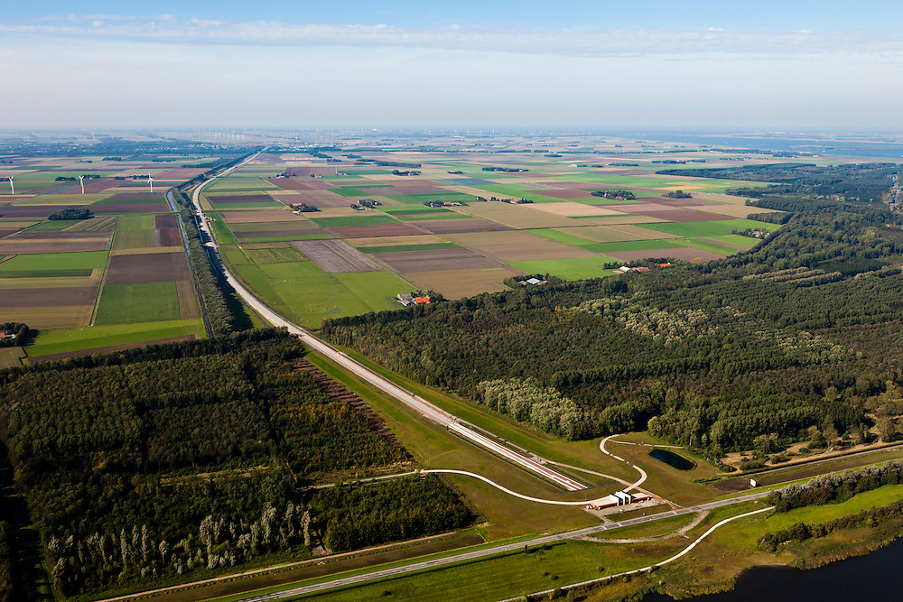Nederland, Overijssel, Gemeente Kampen, 03-10-2010; tunnel voor de Hanzelijn onder het Dronter meer, tussen Polder Dronten en Flevoland (boven)..Tunnel under Dronter lake for the Hanzelijn, between Polder Dronten and Flevoland (top)..luchtfoto (toeslag), aerial photo (additional fee required).foto/photo Siebe Swart