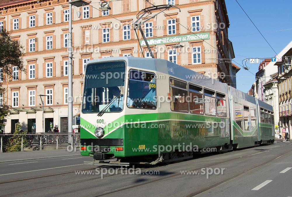 THEMENBILD, Graz, Österreich, im Bild eine Straßenbahn auf der Erzherzog Johann Bruecke. EXPA Pictures © 2012, PhotoCredit: EXPA/ Sebastian Pucher