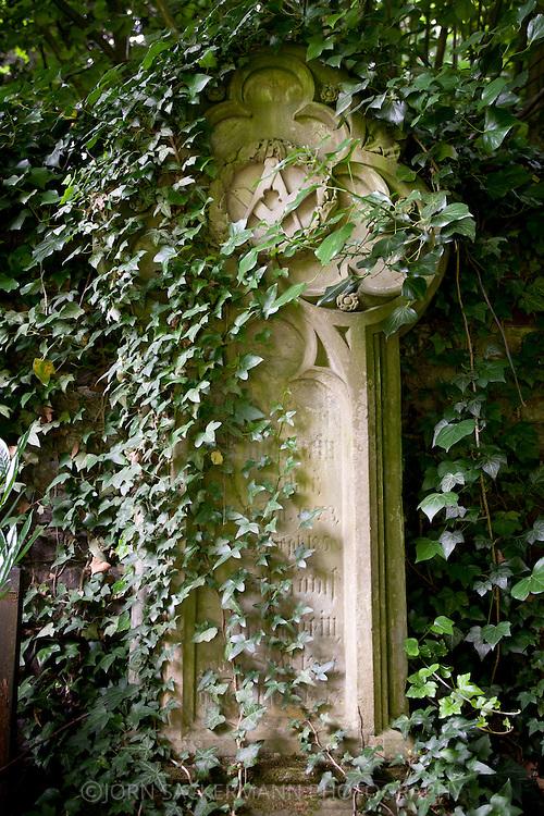 Europa, Deutschland, Koeln, alte Grabstaette eines Freimaurers auf dem Melatenfriedhof<br /> <br /> Europe, Germany, Cologne, old grave of a Freemason at the Melaten cemetery.