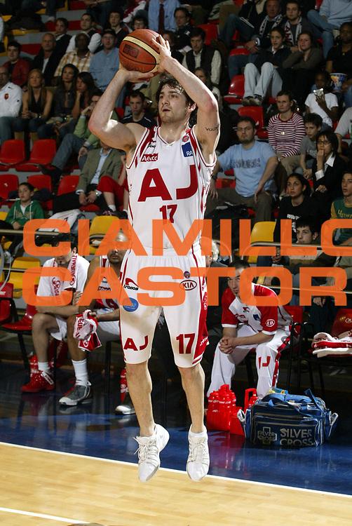 DESCRIZIONE : Milano Lega A1 2005-06 Armani Jeans Milano Viola Reggio Calabria<br />GIOCATORE : Calabria<br />SQUADRA : Armani Jeans Milano<br />EVENTO : Campionato Lega A1 2005-2006<br />GARA : Armani Jeans Milano Viola Reggio Calabria<br />DATA : 14/04/2006<br />CATEGORIA : Tiro<br />SPORT : Pallacanestro<br />AUTORE : Agenzia Ciamillo-Castoria/S.Ceretti