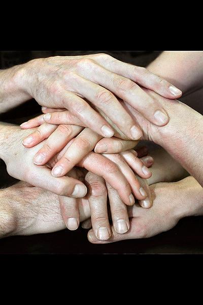 Nederland, Nijmegen, 11-12-2008Handen, samenwerking, solidariteit, eendracht.Foto: Flip Franssen