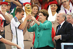 13.07.2014, Maracana, Rio de Janeiro, BRA, FIFA WM, Deutschland vs Argentinien, Finale, im Bild Die brasilianische Praesidentin Dilma Roussef uebergibt den WM Pokal an Philipp Lahm (GER), rechts FIFA's president Joseph Blatter // during Final match between Germany and Argentina of the FIFA Worldcup Brazil 2014 at the Maracana in Rio de Janeiro, Brazil on 2014/07/13. EXPA Pictures © 2014, PhotoCredit: EXPA/ Eibner-Pressefoto/ Cezaro<br /> <br /> *****ATTENTION - OUT of GER*****
