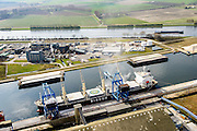 Nederland, Zeeland, Zeeuws-Vlaanderen, 01-04-2016; Zeehaven Terneuzen, Zevenaarhaven, Verbrugge Terminals. Overslag van droge bulk naar van bulkcarrier binnenvaartschip.<br /> Transhipment of dry bulk to barge from bulk carrier.<br /> <br /> luchtfoto (toeslag op standard tarieven);<br /> aerial photo (additional fee required);<br /> copyright foto/photo Siebe Swart