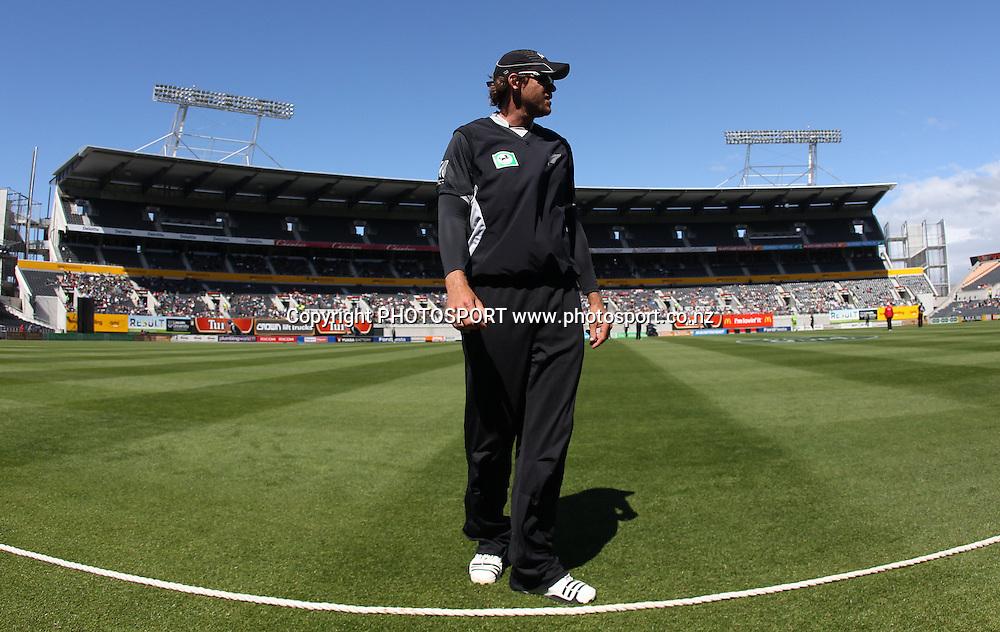 Jacob Oram fields on the boundary during the 3rd ODI, Black Caps v Pakistan, One Day International Cricket. AMI Stadium, Christchurch, New Zealand. Saturday 29  January 2011. Photo: Andrew Cornaga/photosport.co.nz