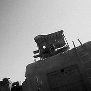 Punto di controllo afghano in  prossimità del villaggio di Bala