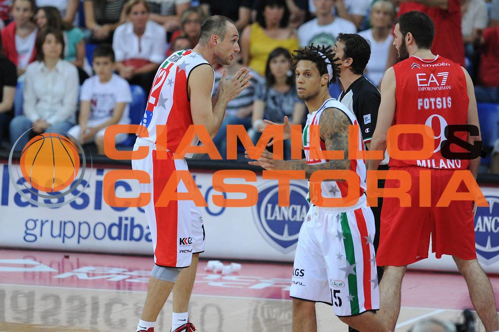 DESCRIZIONE : Pesaro  Lega A 2011-12 Scavolini Siviglia Pesaro EA7 Emporio Armani Milano  play off semifinale gara 3<br /> GIOCATORE : Marco Cusin <br /> CATEGORIA : delusione<br /> SQUADRA : Scavolini Siviglia Pesaro<br /> EVENTO : Campionato Lega A 2011-2012 Play off semifinale gara 3<br /> GARA : Scavolini Siviglia Pesaro  EA7 Emporio Armani Milano <br /> DATA : 02/06/2012<br /> SPORT : Pallacanestro <br /> AUTORE : Agenzia Ciamillo-Castoria/ GiulioCiamillo<br /> Galleria : Lega Basket A 2011-2012  <br /> Fotonotizia : Pesaro  Lega A 2011-12 Scavolini Siviglia Pesaro EA7 Emporio Armani Milano play off semifinale gara 3<br /> Predefinita :
