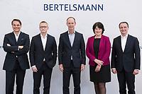 27 MAR 2018, BERLIN/GERMANY:<br /> Markus Dohle, Chief Executive Officer von Penguin Random House, Bernd Hirsch, Finanzvorstand von Bertelsmann, Thomas Rabe, Vorstandsvorsitzender von Bertelsmann, Anke Schaeferkordt, Geschaeftsfuehrerin der Mediengruppe RTL Deutschland, Immanuel Hermreck, Personalvorstand von Bertelsmann, (v.L.n.R.), Vorstand der Bertelsmann SE & Co. KGaA, vor Beginn der Bertelsmann Bilanzpressekonferenz, Konzernrepraesentanz Berlin, Unter den Linden 1<br /> IMAGE: 20180327-01-010<br /> KEYWORDS: Anke Schäferkordt