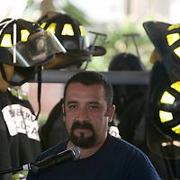 """TOLUCA, Mexico.- Javier Martinez Gomez, representante en Mexico de """"Team Fenix"""", durante la entrega de equipos, usados por departamentos de bomberos en Estados Unidos, donados al cuerpo de bomberos de esta ciudad. Agencia MVT / Mario Vazquez de la Torre. (DIGITAL)"""