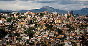 Belo Horizonte_MG, Brasil...Imagens aereas de Belo Horizonte. Na foto Alto Santa Lucia ou Morro do Papagaio, com a Serra do Curral ao fundo, Minas Gerais...Aerial view of Belo Horizonte. In this photo Alto Santa Lucia community or Morro do Papagaio, with Serra do Curral in the background...Foto: BRUNO MAGALHAES / NITRO