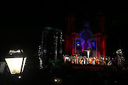 Ouro Preto_MG, 22 de Abril de 2011..SEMANA SANTA CIDADES HISTORICAS..Sermao do Descendimento da Cruz em frente a Igreja de Sao Francisco de Assis. Em seguida, procissao com a imagem de Nosso Senhor Morto, terminando na Igreja de Nossa Senhora do Rosario. ...FOTO: MARCUS DESIMONI / NITRO.....
