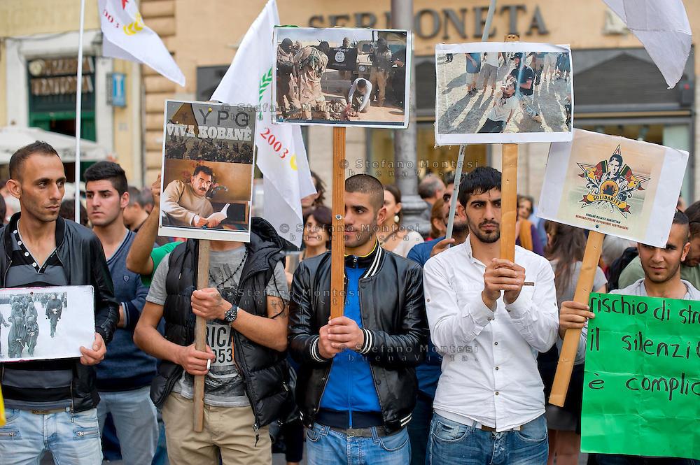 Roma 17 Ottobre 2014<br /> Manifestazione delle associazioni dei curdi a Roma per &laquo;salvare la citt&agrave; di Kobane, dall'avanzata dell'Isis&raquo;.  Il sit-in di solidariet&agrave; al popolo curdoa piazza Argentina  sostiene la resistenza di Kobane, la citt&agrave; a nord della Siria al confine con la Turchia che resiste all'Isis.<br /> Rome, Italy. 17th October 2014 -- Members of Kurdish associations  in Rome calling for the Syrian-Kurdish town of Kobane to be saved from advancing Islamic State fighters. -- Members of Kurdish associations in Rome staged a rally at Argentina  square, calling for the Syrian-Kurdish town of Kobane to be saved from advancing Islamic State fighters.