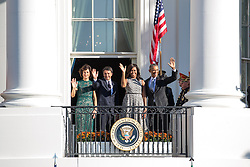 October 18, 2016 - Washington, DC, United States - (l-r), Mrs. Agnese Landini, Prime Minister Matteo Renzi, First Lady Michelle Obama, and President Barack Obama, wave from the verandah  of the White House in Washington, D.C., U.S., on Tuesday, Oct. 18, 2016.  at the end of the Official State Visit ceremony. This was the last Official State Visit for the Obama administration. (Credit Image: © Cheriss May/NurPhoto via ZUMA Press)