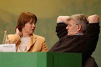 07 DEC 2002, BERLIN/GERMANY:<br /> Krista Sager (L), B90/Gruene Fraktionsvorsitzende, und Joschka Fischer (R), B90/Gruene, Bundesaussenminister, im Gespraech, Buendnis 90 / Die Gruenen Bundesdelegiertenkonferenz, Congress Centrum Hannover<br /> IMAGE: 20021207-01-098<br /> KEYWORDS: Green Party, party congress, Bündnis 90 / Die Grünen, Parteitag, BDK, Gespräch