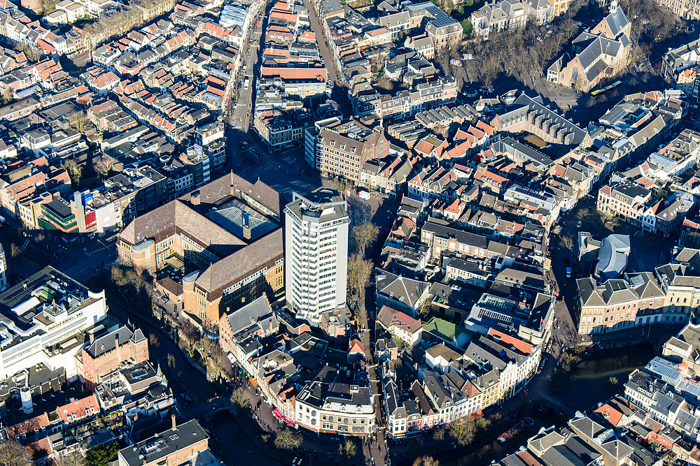 Nederland, Utrecht, Utrecht, 07-02-2018; Binnenstad Utrecht, Neude met Neudeflat (architect Maaskant), voormalig hoofdpostkantoor, Oude gracht<br /> City centre Utrecht.<br /> <br /> luchtfoto (toeslag op standard tarieven);<br /> aerial photo (additional fee required);<br /> copyright foto/photo Siebe Swart