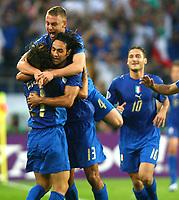 Jubel zum 1:0 fuer Italien durch Andrea Pirlo, Alessandro Nesta, Daniele de Rossi, Francesco Totti<br /> Fussball WM 2006 Italien - Ghana<br /> Italia<br /> Norway only<br /> Fotball VM