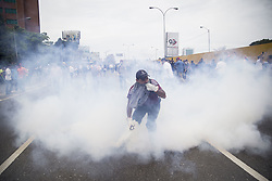 May 3, 2017 - Caracas, Venezuela - Manifestation contre le president venezuelien Nicolas Maduro, a Caracas le 3 mai 2017. .Manifestants.Affrontements, heurts, violence, (Credit Image: © Panoramic via ZUMA Press)