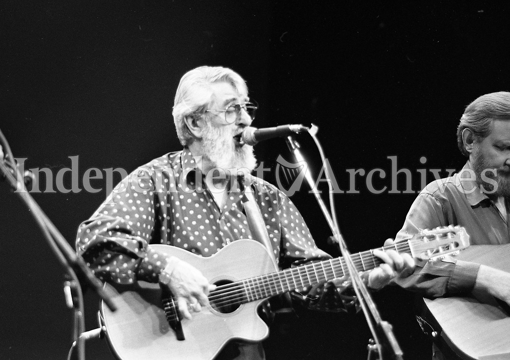 The Dubliners in Concert in the Olympia Theatre, Ronnie Drew, Dublin, circa August 1992 (Part of the Independent Newspapers Ireland/NLI Collection).