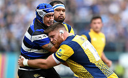 Darren Barry of Worcester Warriors tackles Leroy Houston of Bath Rugby  - Mandatory by-line: Joe Meredith/JMP - 17/09/2016 - RUGBY - Recreation Ground - Bath, England - Bath Rugby v Worcester Warriors - Aviva Premiership