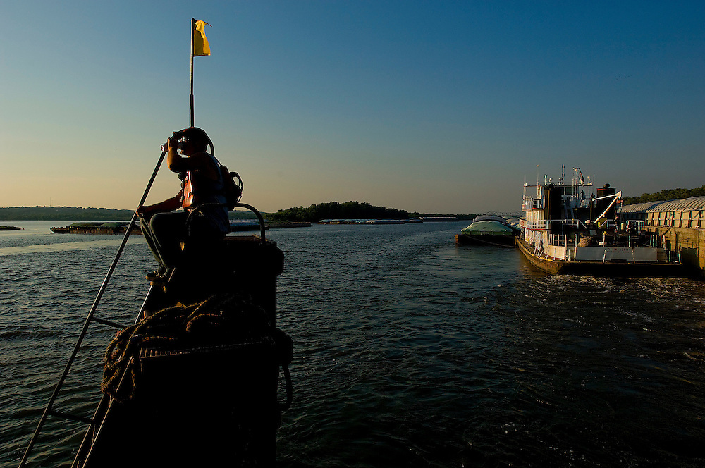 Trumbull River Service towboat deckhand Bill Beard slakes his thirst as his tow approaches a larger tow to retrieve a barge that will be placed in Trumbull's fleeting area. ©David Zalaznik