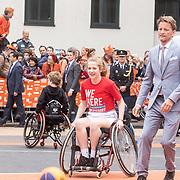 NLD/Amersfoort/20190427 - Koningsdag Amersfoort 2019, Prins Pieter-Christiaan aan het basketballen