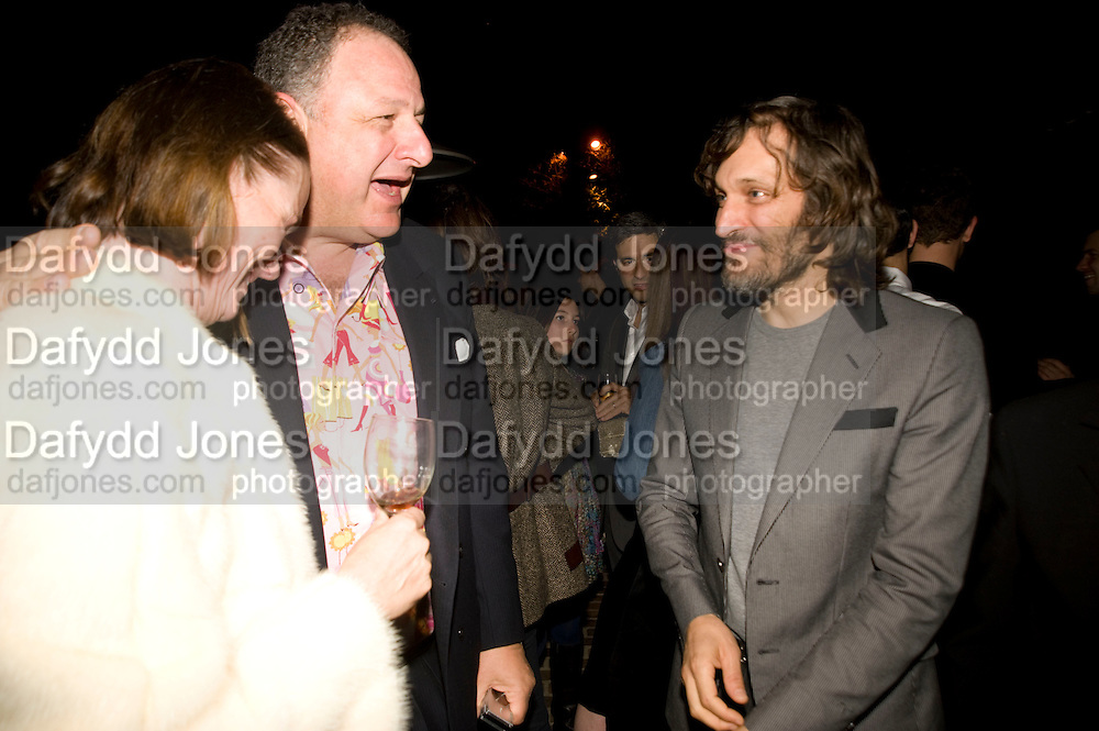 JOHNNY PIGOZZI; VINCENT GALLO, Rodarte Poolside party to show their latest collection. Hosted by Kate and Laura Muleavy, Alex de Betak and Katherine Ross.  Chateau Marmont. West  Sunset  Boulevard. Los Angeles. 21 February 2009 *** Local Caption *** -DO NOT ARCHIVE -Copyright Photograph by Dafydd Jones. 248 Clapham Rd. London SW9 0PZ. Tel 0207 820 0771. www.dafjones.com<br /> JOHNNY PIGOZZI; VINCENT GALLO, Rodarte Poolside party to show their latest collection. Hosted by Kate and Laura Muleavy, Alex de Betak and Katherine Ross.  Chateau Marmont. West  Sunset  Boulevard. Los Angeles. 21 February 2009