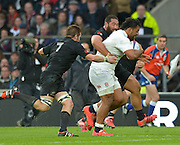Twickenham, Great Britain, Charlie FAUMUINA and No 7 Richie MCCAW combine to tackle Billy VUNIPOLA, during the QBE Autumn Internationals, England vs New Zealand, RFU Stadium Twickenham, Surrey.  Saturday 08/11/2014 [Mandatory Credit; Peter SPURRIER/Intersport Images]