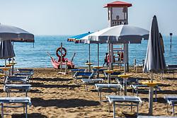 THEMENBILD - ein Rettungsboot des Rettungsdienst und der Wachturm am Strand. Lignano ist ein beliebter Badeort an der italienischen Adria-Küste, aufgenommen am 16. Juni 2019, Lignano Sabbiadoro, Italien // a rescue service lifeboat and the watchtower on the beach. Lignano is a popular seaside resort on the Italian Adriatic coast on 2019/06/16, Lignano Sabbiadoro, Italy. EXPA Pictures © 2019, PhotoCredit: EXPA/ Stefanie Oberhauser