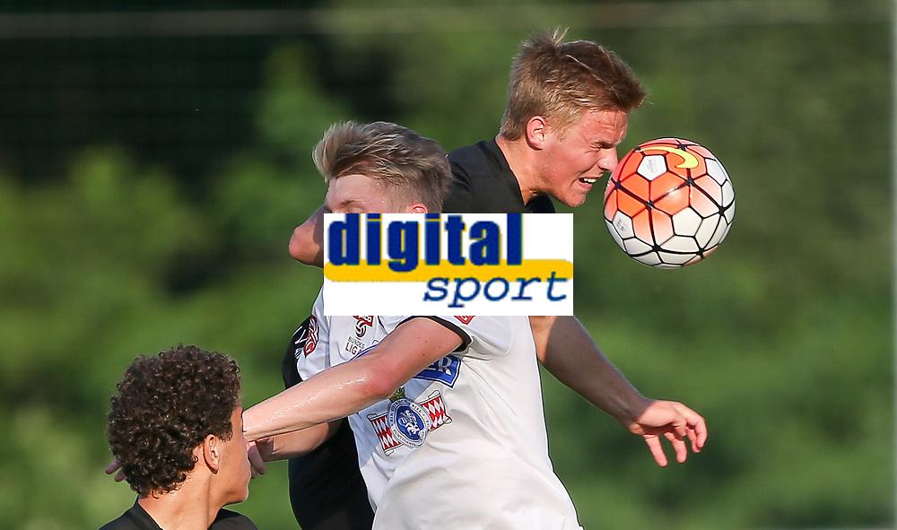 Fotball<br /> 01.07.2015<br /> Foto: Gepa/Digitalsport<br /> NORWAY ONLY<br /> <br /> SK Sturm Graz vs FC Midtjylland, test match. <br /> <br /> Image shows Simon Piesinger (Sturm) and Mikkel Duelund (Midtjylland).