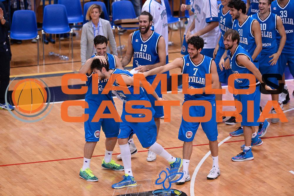 DESCRIZIONE : Trento Nazionale Italia Uomini Trentino Basket Cup Italia Belgio Italy Belgium<br /> GIOCATORE : Team Davide Pascolo<br /> CATEGORIA : esultanza sequenza<br /> SQUADRA : Italia Italy<br /> EVENTO : Trentino Basket Cup<br /> GARA : Italia Belgio Italy Belgium<br /> DATA : 12/07/2014<br /> SPORT : Pallacanestro<br /> AUTORE : Agenzia Ciamillo-Castoria/GiulioCiamillo<br /> Galleria : FIP Nazionali 2014<br /> Fotonotizia : Trento Nazionale Italia Uomini Trentino Basket Cup Italia Belgio Italy Belgium