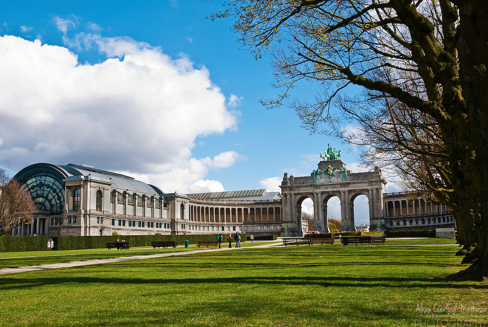 Parc Cinquantenaire, or Jubelpark in Dutch, is one of Brussels, Belgium's most famous landmarks. The centrepiece triumphal arch was erected in 1905.