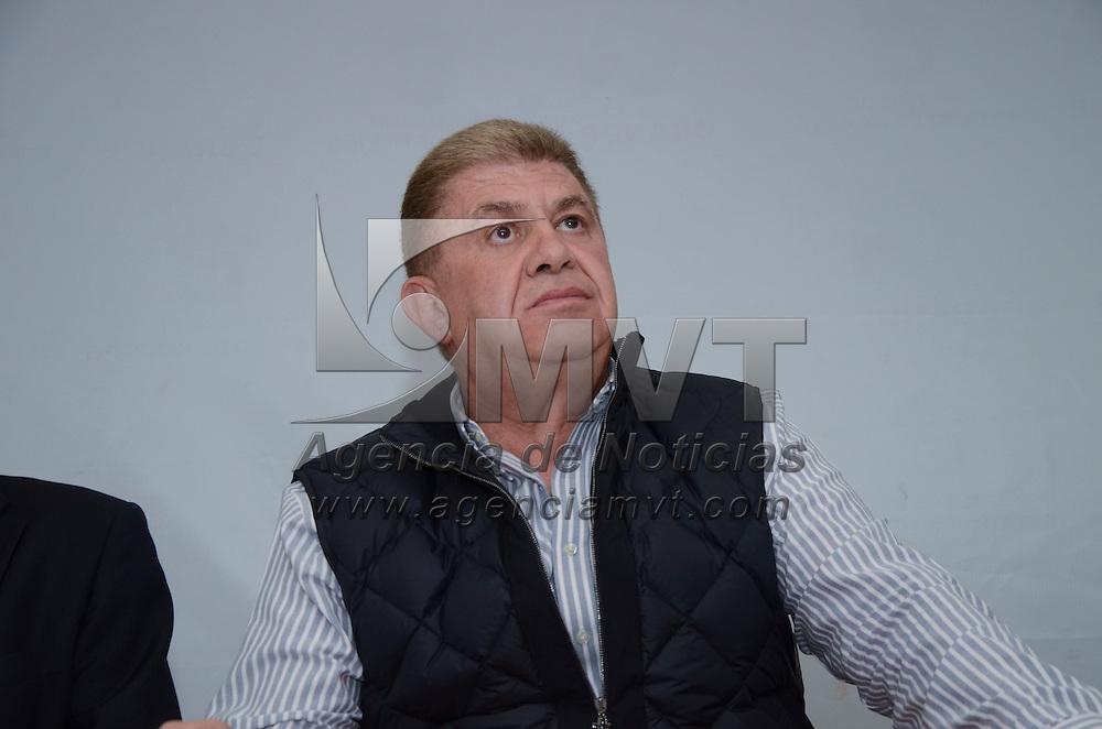 Toluca, México.- José Manzur Quiroga, secretario general de Gobierno, desmintió categóricamente los rumores de los casos de robo o secuestros de menores, ni se cuenta con denuncias de este tipo en la Procuraduría General de Justicia.  Agencia MVT / José Hernández