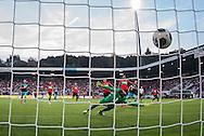 NIJMEGEN, NEC - PSV, voetbal, Eredivisie seizoen 2016-2017, 10-9-2016, Stadion de Goffert, PSV speler Bart Ramselaar (2R) scoort de 0-1, NEC keeper Joris Delle (M).