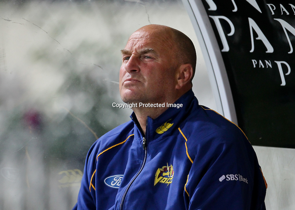 Otago Volt's coach Vaughn Johnson during the Otago Volts run chase.  HRV Cup - Northern Knights v Otago Volts, 2 November 2012.  Photo:  Bruce Lim / photosport.co.nz