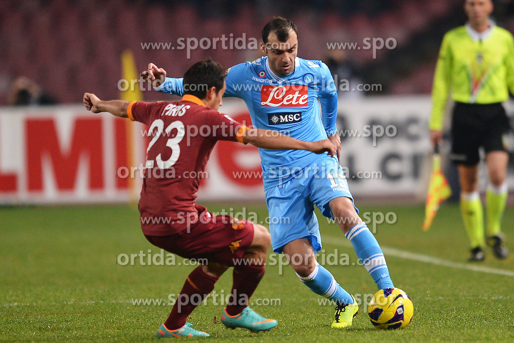 06.01.2013, Stadio San Paolo, Neapel, ITA, Serie A, SSC Neapel vs AS Rom, 19. Runde, im Bild Ivan Piris Roma, Goran Pandev Napoli // during the Italian Serie A 19th round match between SSC Neapel and AS Roma at the San Paolo Stadium, Naples, Italy on 2013/01/06. EXPA Pictures © 2013, PhotoCredit: EXPA/ Insidefoto/ Andrea Staccioli..***** ATTENTION - for AUT, SLO, CRO, SRB, BIH and SWE only *****