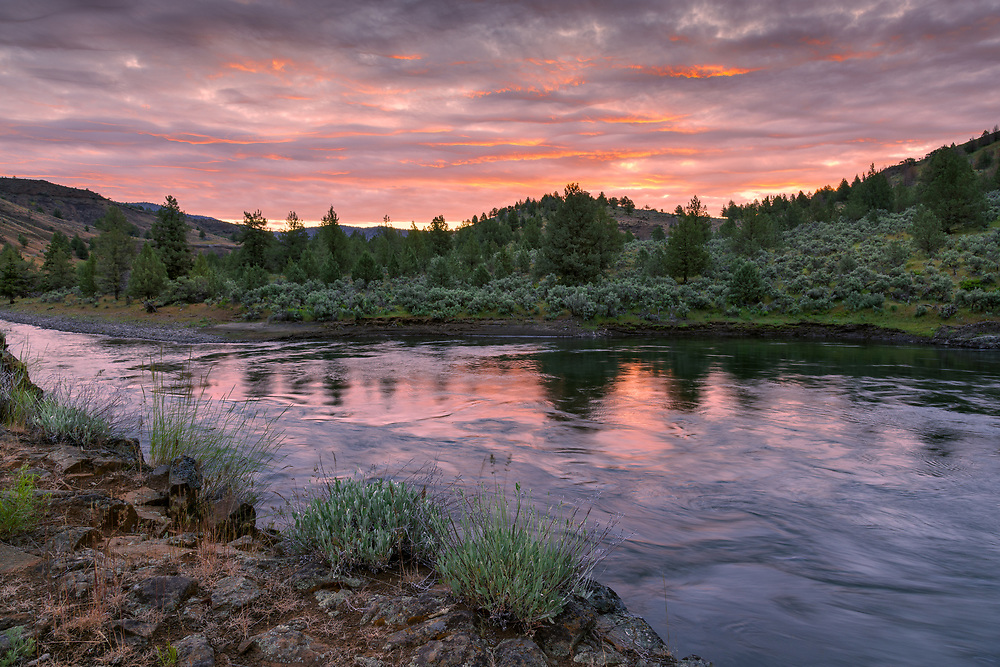 Sunrise light reflects off the waters of Oregon's John Day River, at Big Bend.