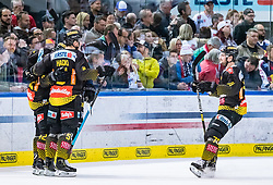 09.04.2019, Eisarena, Salzburg, AUT, EBEL, EC Red Bull Salzburg vs Vienna Capitals, Halbfinale, 6. Spiel, im Bild Torjubel Capitals nach dem 0:2 durch Alex Wall (Vienna Capitals) // during the Erste Bank Icehockey 6th semifinal match between EC Red Bull Salzburg vs Vienna Capitals at the Eisarena in Salzburg, Austria on 2019/04/09. EXPA Pictures © 2019, PhotoCredit: EXPA/ JFK