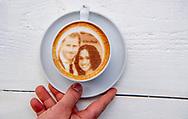 ROTTERDAM - Megan markle en Harry cappucino voor de bruiloft morgen in Windsor in koffiehuis Armada in Rotterdam ROBIN UTRECHT  3 d printer coffee koffie cappuchino huwelijk <br /> ROTTERDAM - Meghan and Harry cappuchino for the wedding tommorrow in Windsor in coffeestore Armada in Rotterdam  ROBIN UTRECHT<br /> Bakkie Megharryccino