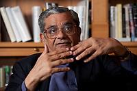 31 MAY 2010, BERLIN/GERMANY:<br /> Jagdish Natwarlal Bhagwati, indischer Oekonom und Professor fuer Politik und Wirtschaft an der Columbia University, waehrend einem Interview, Bibiothek der American Academy<br /> IMAGE: 20100531-02-089<br /> KEYWORDS: Jagdish Bhagwati, Ökonom