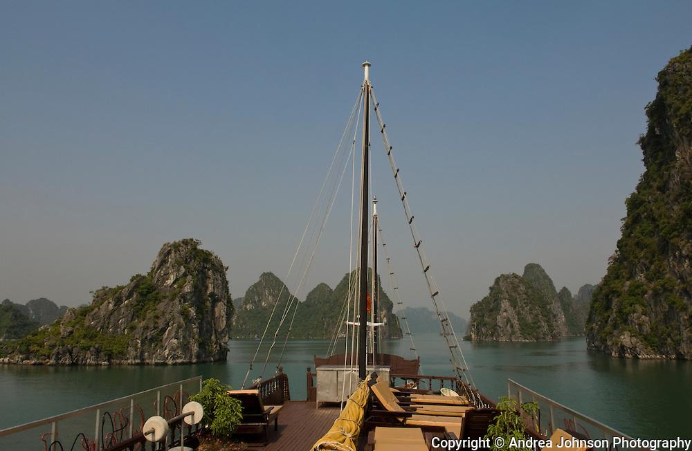 Ha Long Bay (aka Hong Gai), Red River Delta, Gulf of Tonkin, Northern Vietnam,