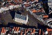 Nederland, Zuid-Holland, Gouda, 20-03-2009; het middeleeuwse centrum van Gouda, met op de Markt het Stadhuis. .Gouda is bekend van de goudse kaas, kaarsen, pijpen en stroopwafels..Swart collectie, luchtfoto (toeslag); Swart Collection, aerial photo (additional fee required).foto Siebe Swart / photo Siebe Swart