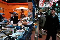 IRELAND DUBLIN MAR00 - A shopping paradise for tourists and locals alike, Dublin's revamped Apple Market. .. jre/Photo by Jiri Rezac. . © Jiri Rezac 2000. . Tel:   +44 (0) 7050 110 417. Email: info@jirirezac.com. Web:   www.jirirezac.com